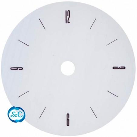 Esfera de reloj blanca números en los cuartos
