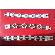 Ejemplos de pulseras con charms y cuero