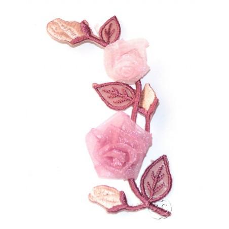 Flores bordadas en tul color malva