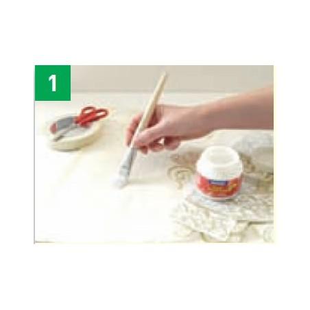 Paso 1-Recortar el diseño de la servilleta de papel impreso. Quitar la primera capa. Aplicar la cola TEXTIL POTCH en la parte de