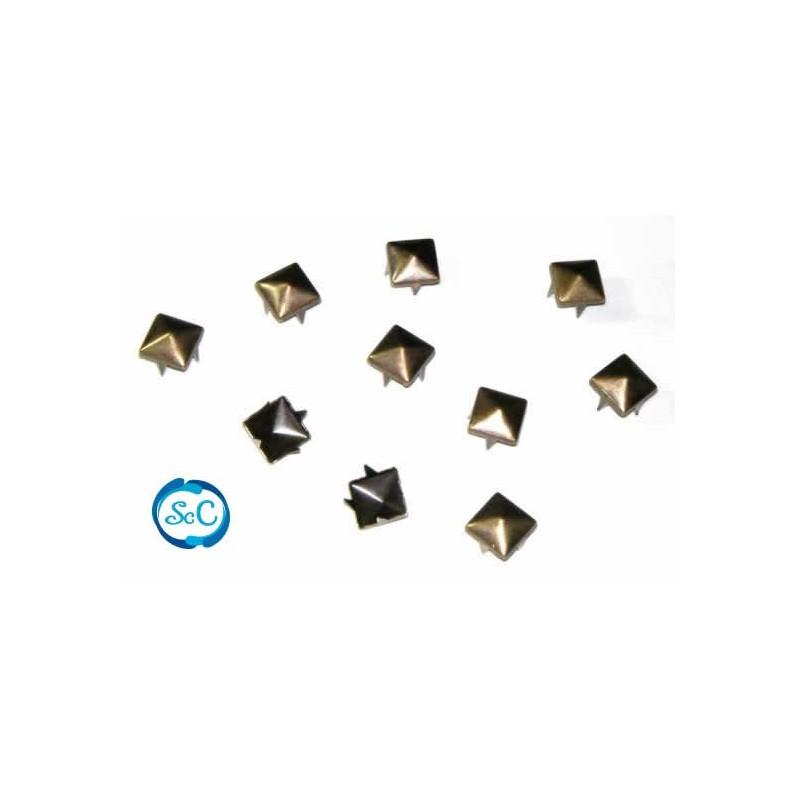 Tacha color oro pirámide 8 mm