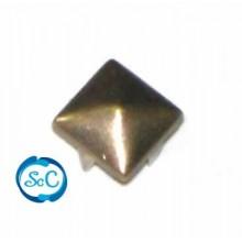 Tacha color oro viejo pirámide 8 mm