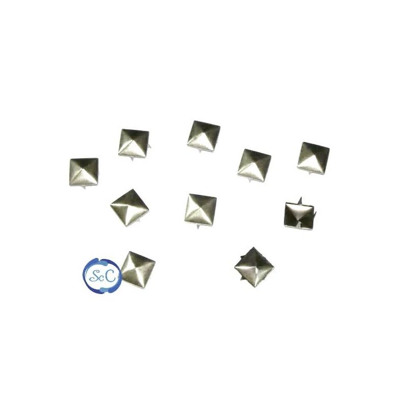 Tacha color plata pirámide 8 mm