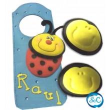 Caras de muñecas en goma eva amarillas