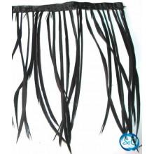 Flecos de plumas color negro