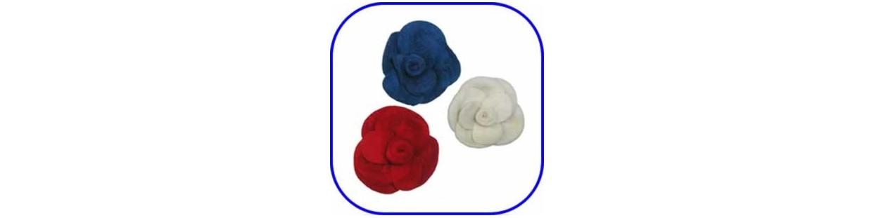 Siluetas y flores de fieltro de colores