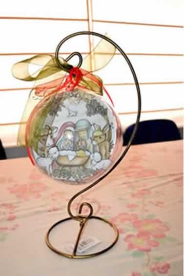 bola de navidad colgada