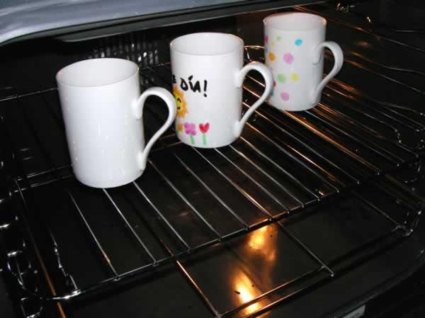 Tazas en el horno